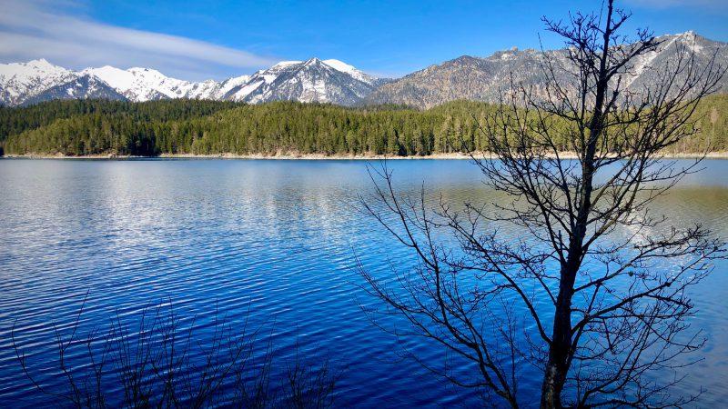 Abkühlung mit Aussicht – Seen in Bayern